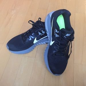 Nike almost new running shoe SZ 8